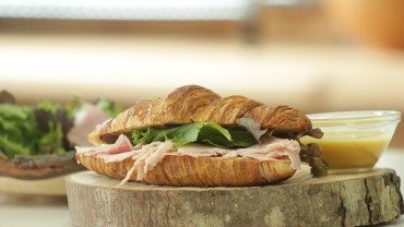 Croissant-lunch