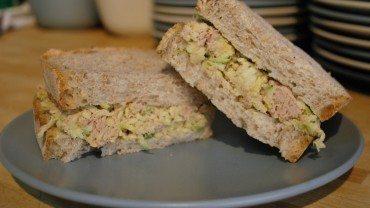 Sandwich thon, pommes et cari