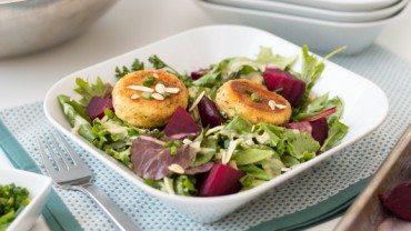 Salade de betteraves et chèvre chaud